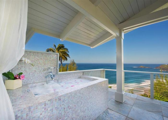 Outdoor bathtub with ocean views