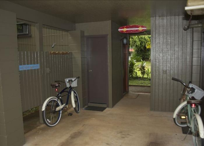 Bikes in entry up to house