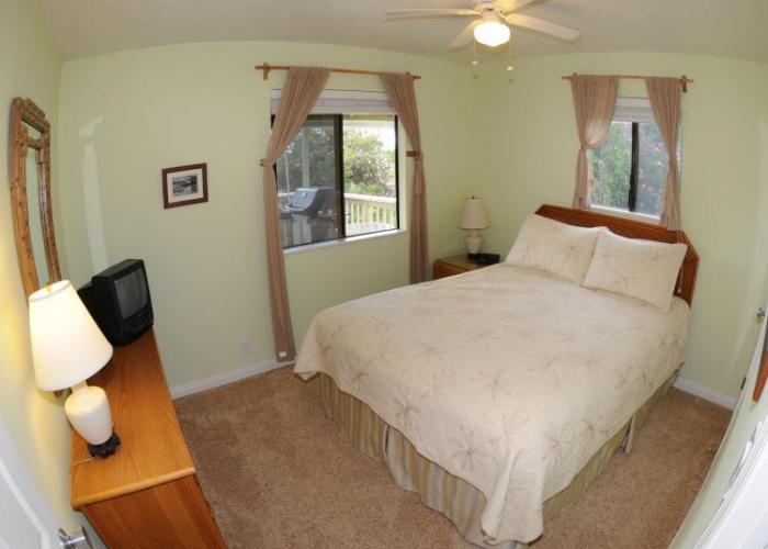 Upper queen bedroom