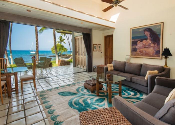 Indoor/outdoor living in guest house
