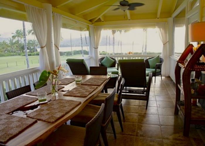 Upstairs screened lanai dining area