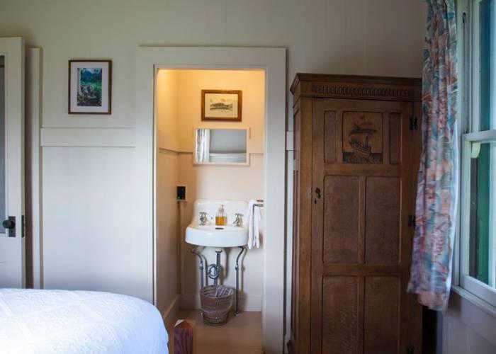 Extra Bedroom's Wash Area