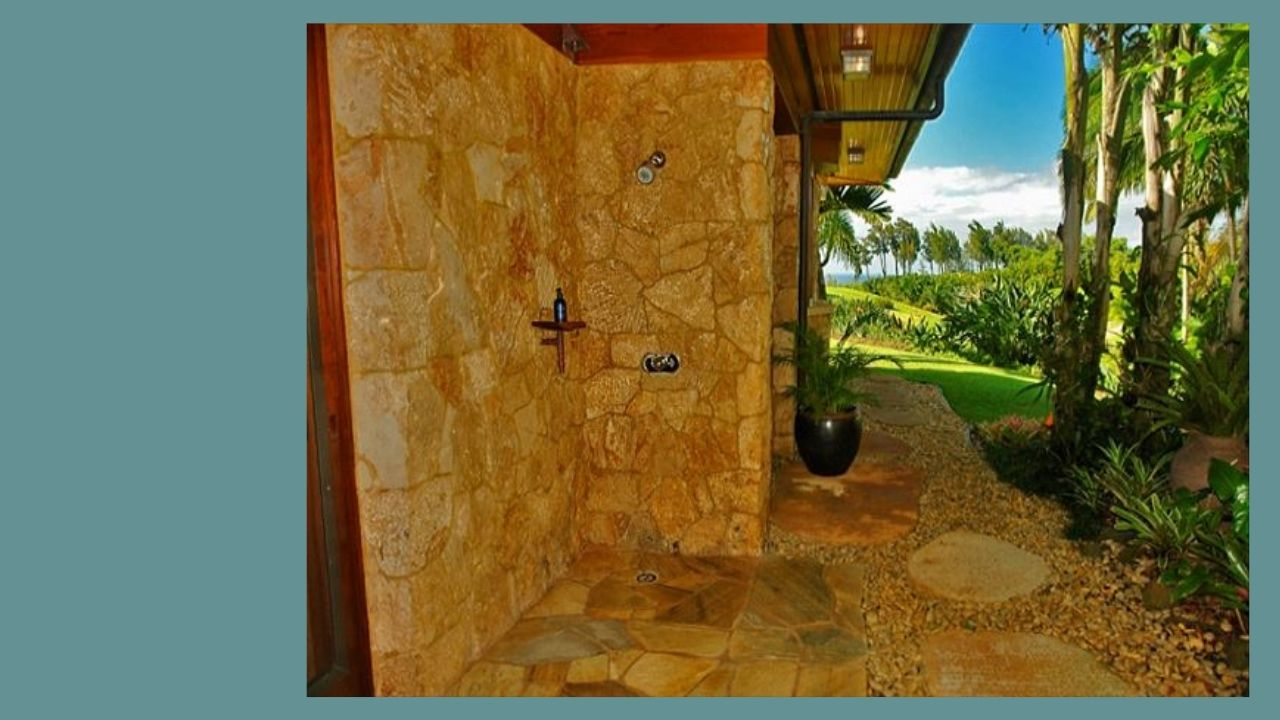 Hale Lani Outdoor Shower
